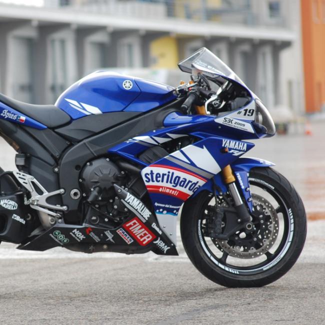 Yamaha r1 rn19